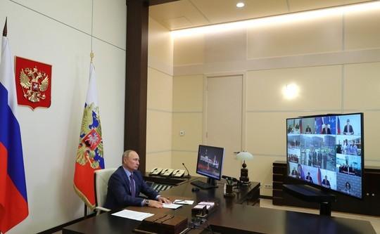 Путин на совещании указал губернатору, что его данные отличаются от озвученных