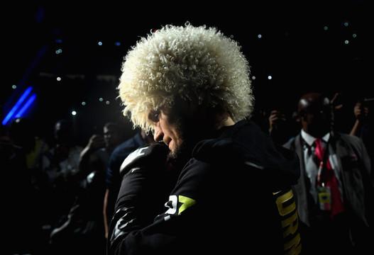 Хабиб Нурмагомедов победил американца Дастина Пуарье и сохранил титул чемпиона UFC в легком весе