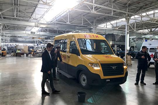 В сети появились первые фото микроавтобуса УАЗ
