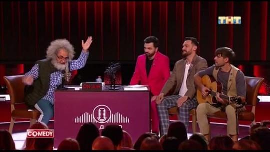 Песни о Путине и дубинках и «переобувающаяся» Собчак: в Comedy Club высмеяли «Эхо Москвы»