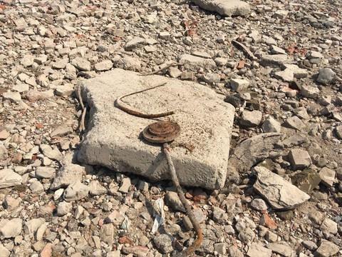 После обмеления Волги под Казанью нашли древнюю мостовую – к ней стягиваются горожане с металлоискателями
