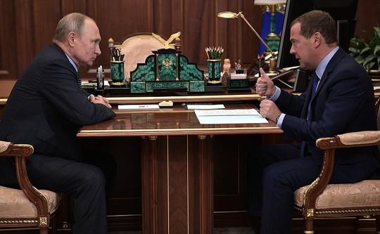 Путин обратился к Медведеву с просьбой относительно бюджета РФ