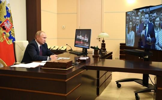 Путин встретился с выпускниками программы развития кадрового резерва, в том числе с Метшиным
