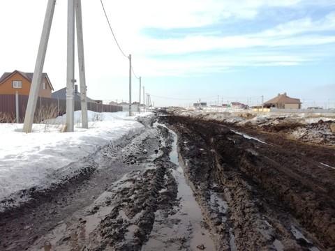 «Нас тракторы по очереди вытаскивают»: многодетные семьи Челнов жалуются на дороги в поселке Подсолнухи