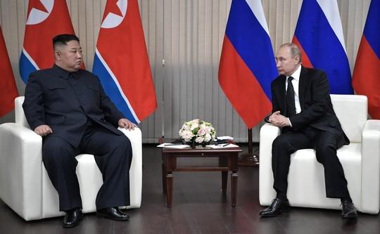 Путин полчаса ждал опоздавшего Ким Чен Ына во Владивостоке