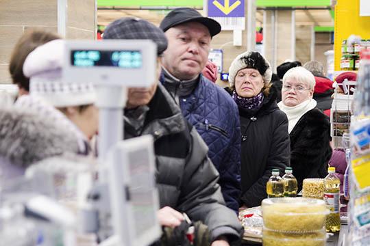 Шестая часть всех работников РФ неможет обеспечить себя исвои семьи