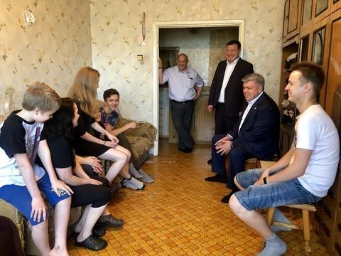 Магдеев пообещал помочь деньгами семье беженцев с Украины, которая обратилась к Путину