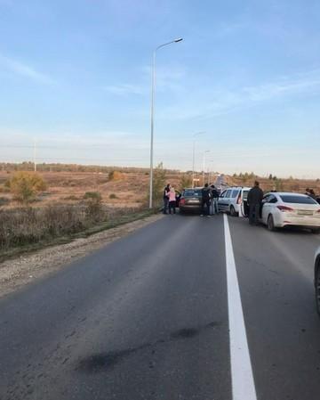 Соцсети: В пригороде Казани водители утром не поделили дорогу и устроили драку
