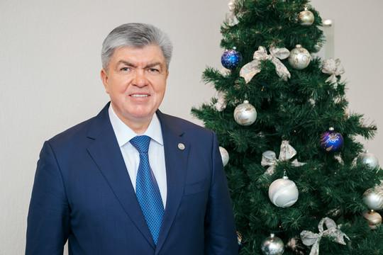 Наиль Магдеев поздравляет челнинцев с наступающим Новым годом