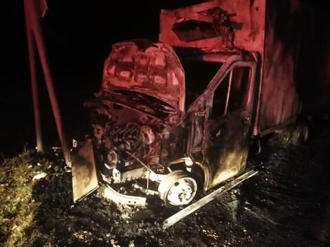ДТП под Челнами: «Газель» врезалась в столб и загорелась