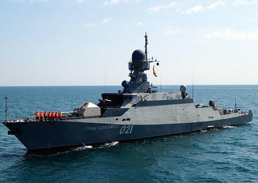 ВКаспийском море начались учебные стрельбы кораблей ВМФ РФ