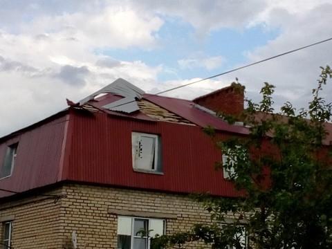 ВТатарстане чинят крыши домов, пострадавших после грозового фронта