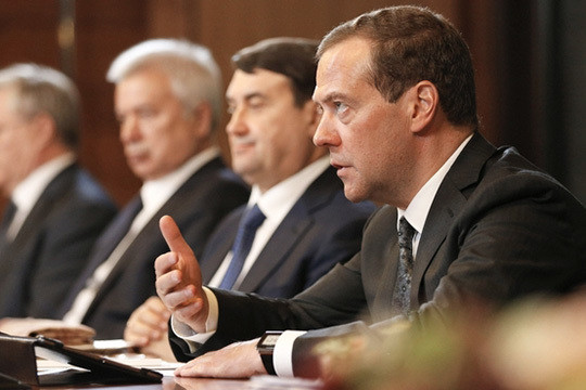 Медведев поручил увязать вознаграждение топ-менеджеров госкомпаний споказателями эффективности