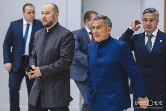 Казанский Кремль объяснил новый костюм в гардеробе Минниханова