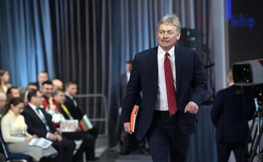Песков поведал озарплатах впрезидентской пресс-центре