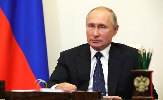 Путин повысил зарплату судьям
