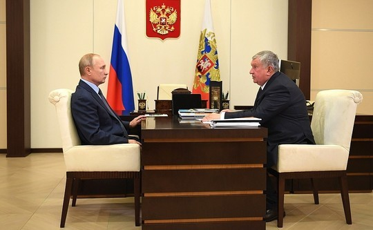 Сечин принес Путину «лучшую в мире нефть»