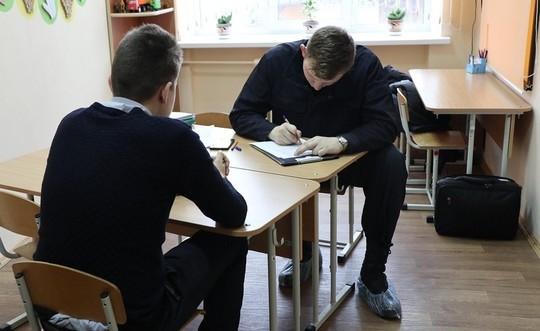 В Беларуси школьник зарезал учительницу и подростка