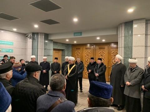 В Соборной мечети Москвы прощаются с генералом Махмутом Гареевым