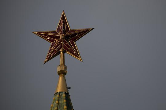 Кремль заговорил о «дополнительных решениях» после рекорда по случаям COVID-19