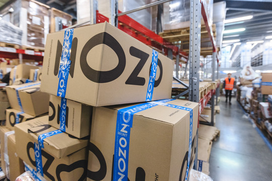 Ozon сократит сотни собственных  курьеров. Они очень  дорого обходятся