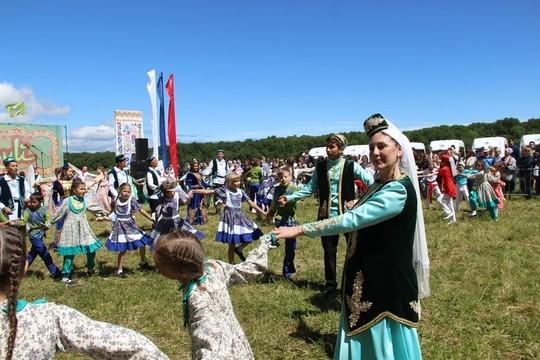 На ипподроме и в парке Победы в Ульяновске прошел Сабантуй