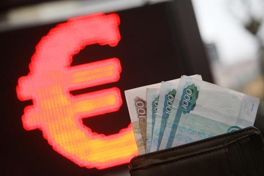 Евро впервые с 3 апреля преодолел отметку в 84 рубля