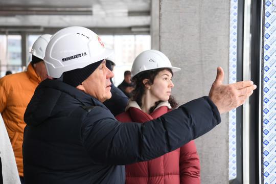 Минниханов посетил шесть строящихся объектов Казани. В том числе будущую станцию метро