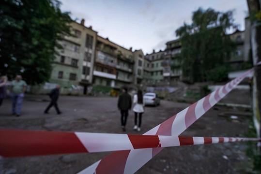 В Казани сотрудники ЧОПа оцепили Мергасовский дом, пройти на территорию нельзя