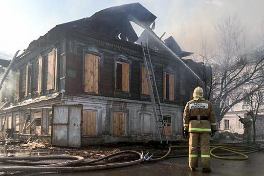Вцентре Казани полыхает монумент архитектуры— дом Марджани