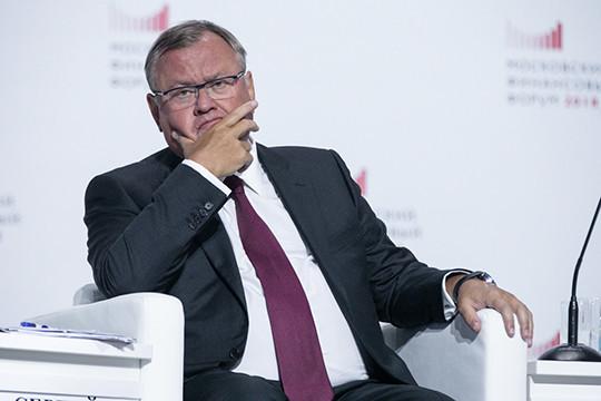 Руководитель ВТБ допустил выдачу долларовых вкладов вдругой валюте