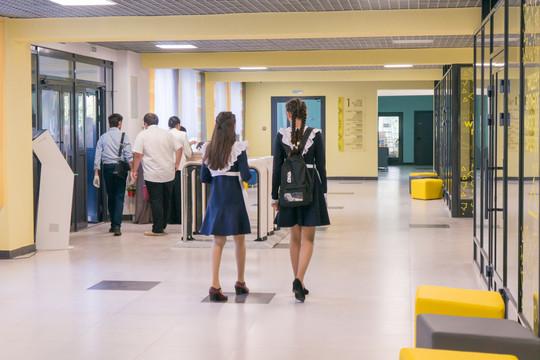 Власти РТ изменили требования к форме школьников