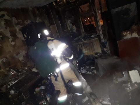 Два человека попали в больницу из-за пожара в многоэтажке в Казани