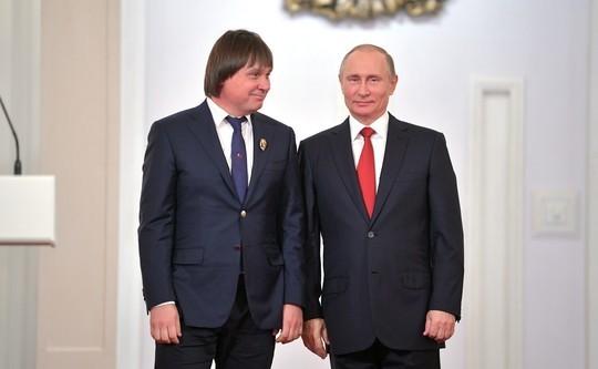 Врач, подозреваемый в хищении 1,3 млрд рублей, встречался с Путиным и был финалистом конкурса «Лидеры России»
