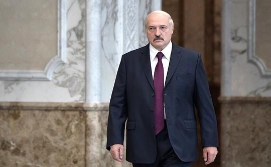 Лукашенко сравнил прошедшие выборы с праздником, а протестующих с овцами