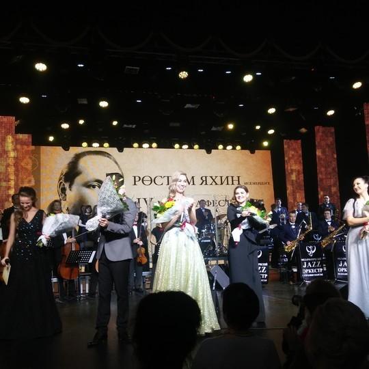 Дина Гарипова на фестивале Яхин-гала исполнила песню собственного сочинения на татарском языке