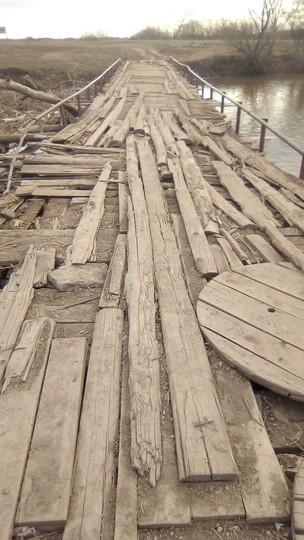 «Как будто ему лет сто»: жители Елабуги жалуются на состояние моста через Тойму