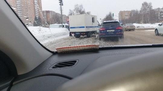 В Нижнекамске машина конвоя, перевозившая предполагаемого члена ОПГ «Мамшовские», попала в ДТП