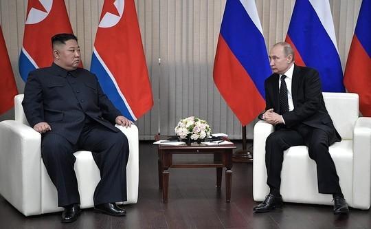 Появились первые фото с закрытой встречи Путина и Ким Чен Ына