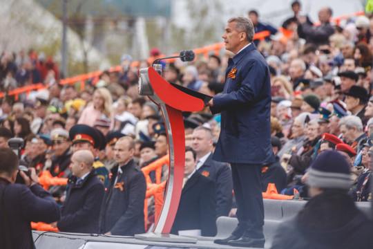 Минниханов поздравил татарстанцев с Днем Победы