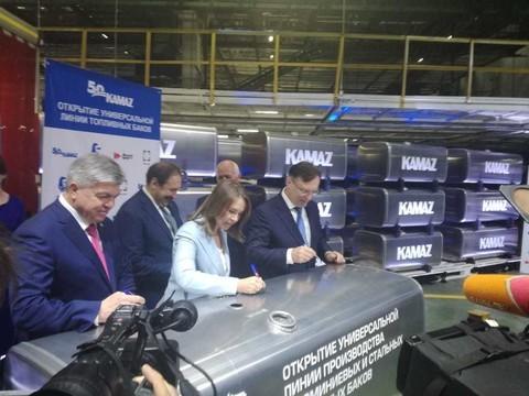 На КАМАЗе открыли линию по производству топливных баков