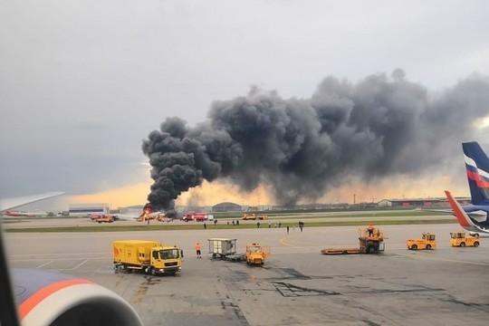Жертвами катастрофы самолета SSJ 100 в Шереметьево стал 41 человек. В Мурманской области объявлен траур