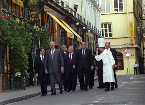 Жак Ширак и лидеры России: 7 памятных фотокарточек
