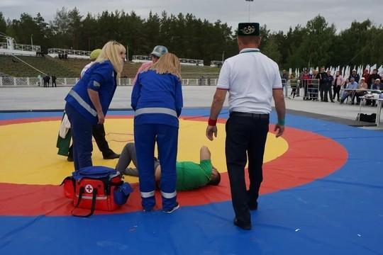 В Челнах на Сабантуе борец сломал руку