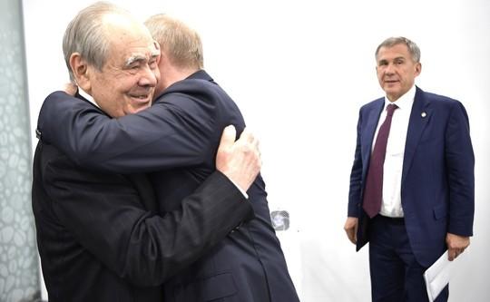 Трогательная встреча Путина с Шаймиевым в объективе фотографа Кремля