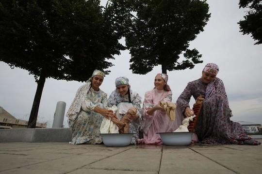 Фишман появилась в национальном костюме на фестивале «Печән базары» в Казани