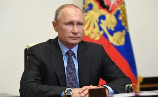 Завершение нерабочих дней и прямые выплаты. Ключевые тезисы заявления Путина по COVID-19