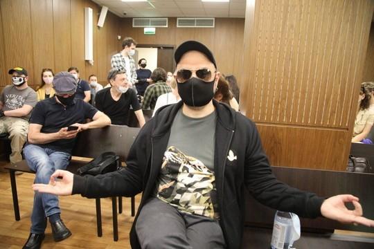 Суд признал Серебренникова виновным в мошенничестве, у суда толпа соратников – первые фото