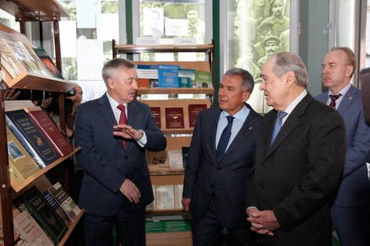 «Так как Рафаэль Хакимов очень хорошо отзывается оМинтимере Шариповиче Шаймиеве, Хакимов будет совершать следующее: поставит Салихова директором, чтобы самому стать научным руководителем»