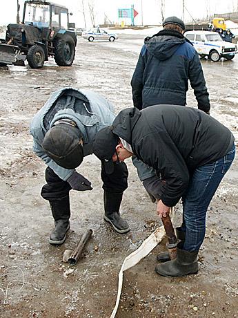 Специалисты-Камдорстроя-изображают-деятельность-Рё-ждС